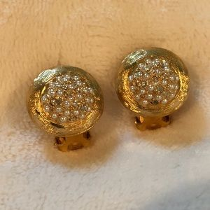 Jewelry - Gold and sparkly clip on earrings